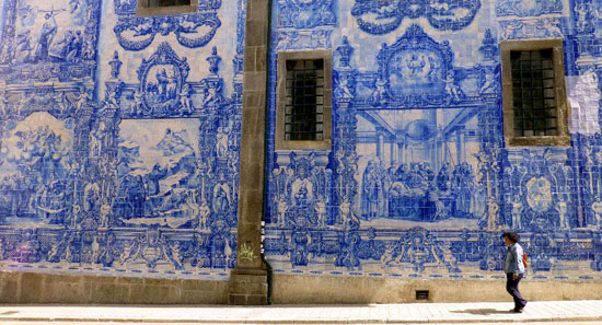 Porto--city-of-blue-and-white-tiles-0