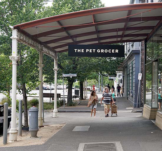 pod_pet grocer_street